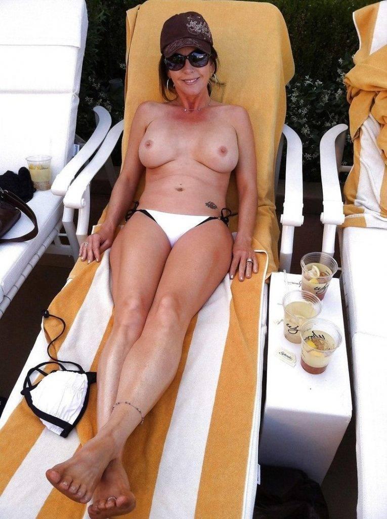 Belle mature bronze topless