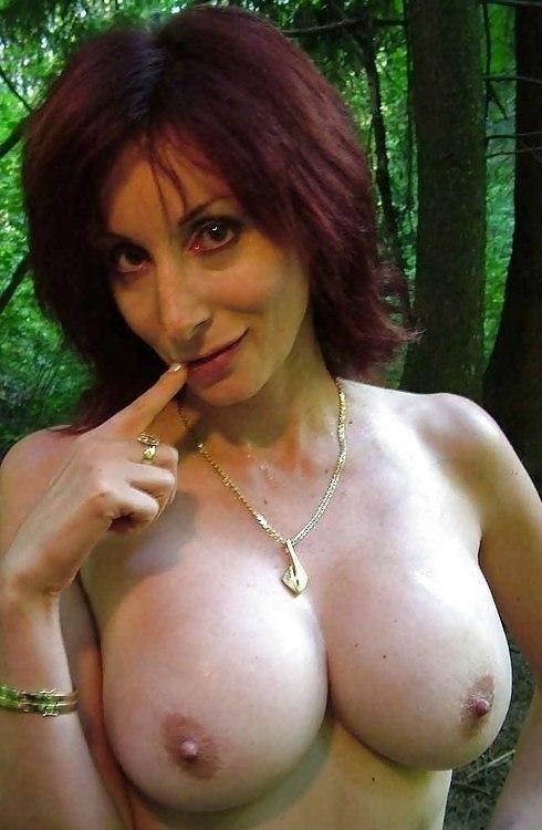 Femme mure salope avec des gros nibards