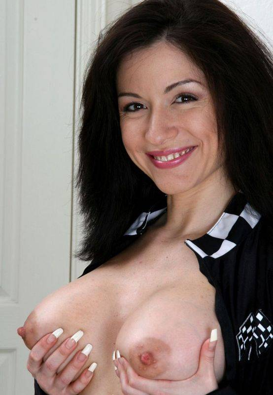 femme cougar aux gros seins