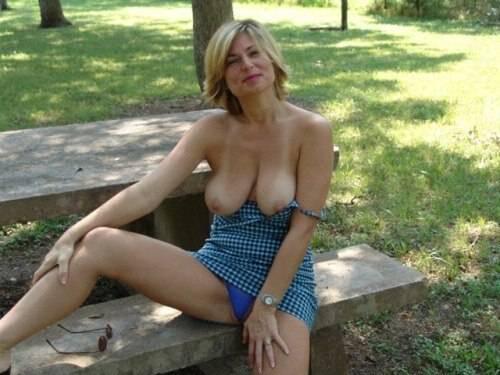 blonde exhibition au parc